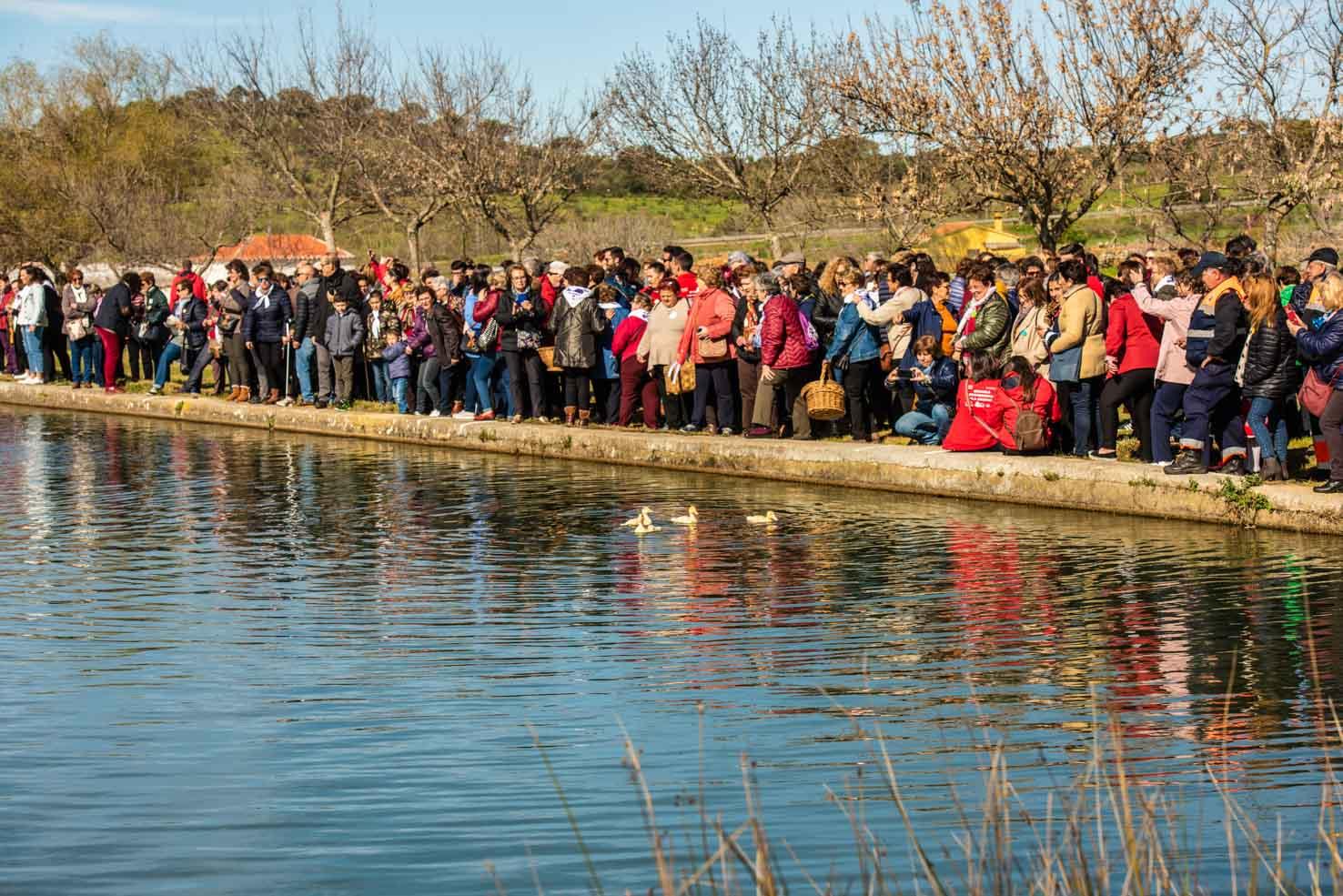 Suelta de patos en el día de la Mujer en Portezuelo